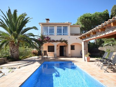 Photo for Nice villa with private pool and outdoor kitchen in beautiful Costa Brava