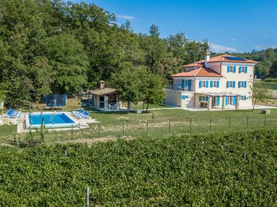 Photo for Beautifully renovated villa with swimming pool and large garden in wine region