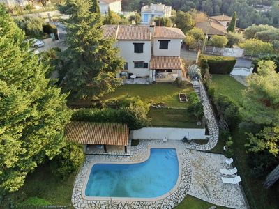 Photo for villa of 170 m² in the middle of the pines with swimming pool and parking.