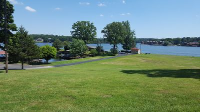 Lakefront condo with pool. Lake Hamilton 10 min to Oaklawn Casino and downtown.