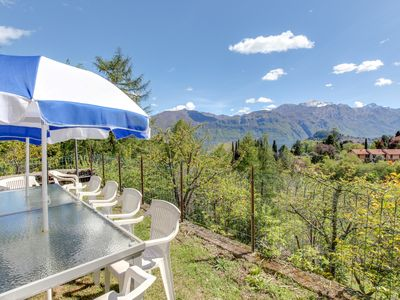 Photo for Ideally located home with mountain views - near lake, walk to dining & shops