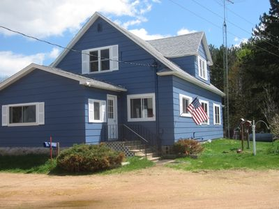 Country Mission Farm- 4 bedrooms and two bathrooms, sleeps 10 people.