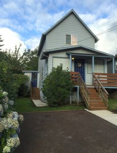 Photo for 3 bedroom, 1 1/2 bath with a new Tempurpedic Bed in downtown North Bend