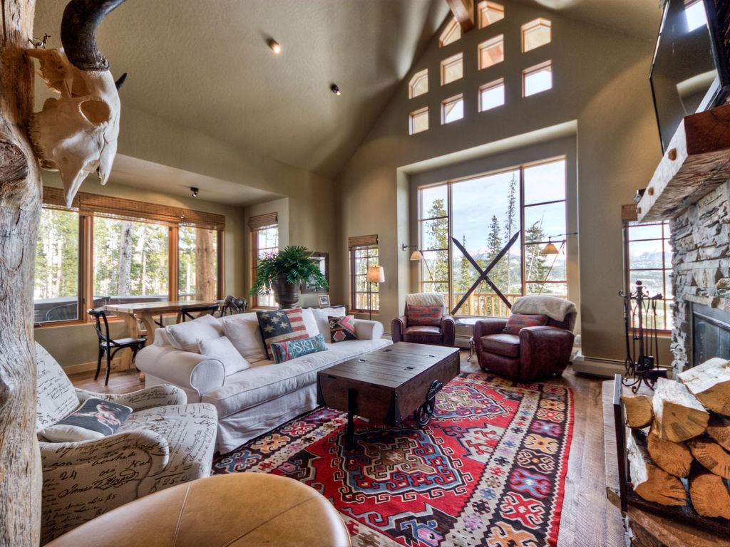 Ski-in Ski-out 3 Bedroom Home With Sweeping Mountain Views