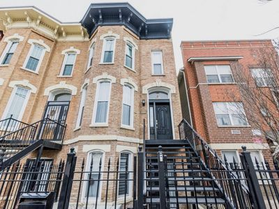 Photo for Chicago W Loop Bright +  Modern Row House 4Bedroom