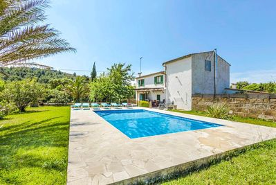 Beautiful villa with private pool, terrace and lawn