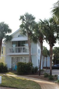 Photo for 1BR Cottage Vacation Rental in Destin, Florida
