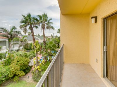 Relaxing retreat w/ shared pool & hot tub plus ocean view - steps from the beach
