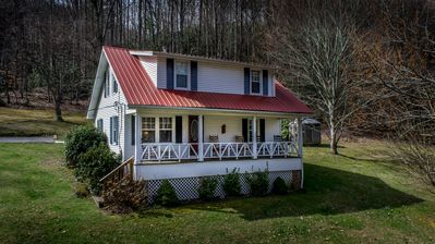 1939 renovated cottage ready for your family's next vacation!