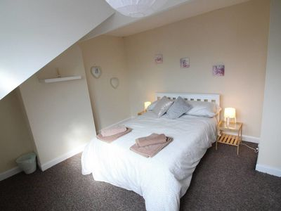 Photo for Two bed family home close to Leeds City Centre