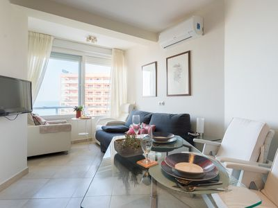 Photo for Front Beach Benalmádena apartment in Torremolinos with WiFi, air conditioning & lift.