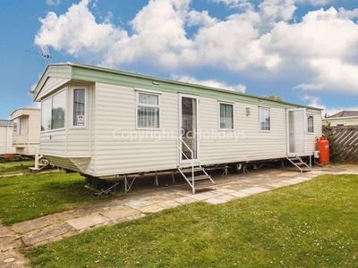 Photo for 8 berth static caravan for hire at Seawick holiday park in Essex ref 27608