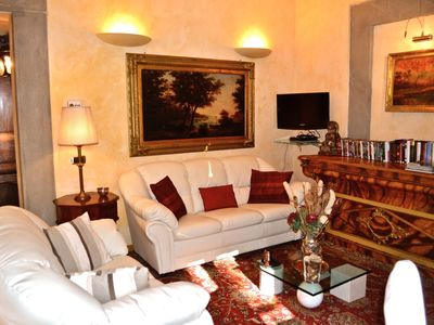 Photo for Delightful apartment, heart of Florence, walking distance of everything, terrace