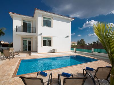 Photo for A villa that sleeps 7 guests in 3 bedrooms