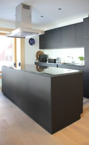 Spacious kitchen isle for several people to prepare delicious meals.