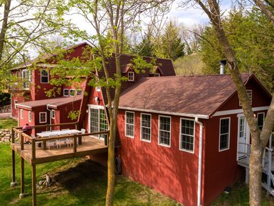 Large family-friendly cabin! 3 separate living rooms! Hot-tub! Fire pit!