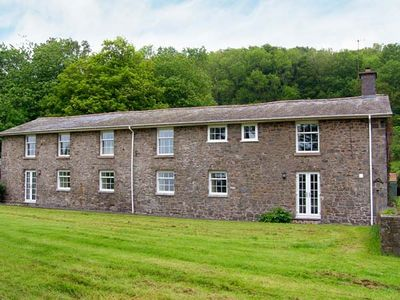Photo for OLD RECTORY COTTAGE, family friendly in Aberhafesp, Ref 903548
