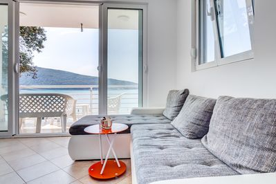 Living Room, Beside Comfortable Seating Set, Offers Sea View.
