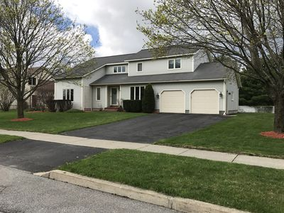 Contemporary 4 Bedroom Family Home in Great South Burlington Location