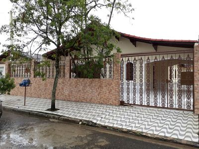 Photo for House with 5 bedrooms Accommodates family with children, and up to 6 cars.