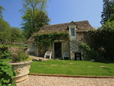 Photo for MAYFLY COTTAGE, with a garden in Coln St Aldwyns, Ref 988795
