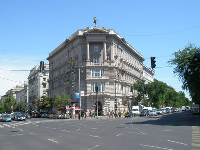 Photo for Fireplace, newly refurbished, best location on Andrassy near Opera, air-con