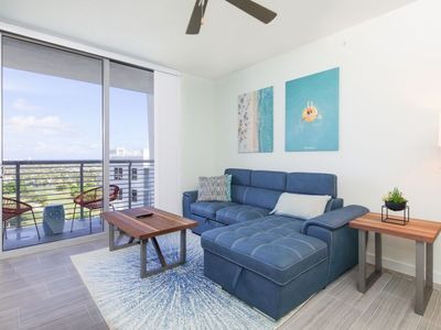 Photo for Modern apartment w panoramic views
