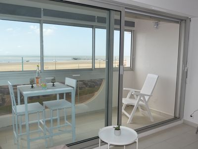 Photo for Ideal for holidays facing the sea! Renovated, modern apartment, garage.