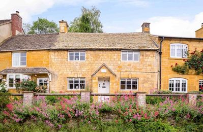 Photo for Red Lion Cottage is a stunning Cotswold stone cottage, dating back to c.1750, in beautiful Blockley