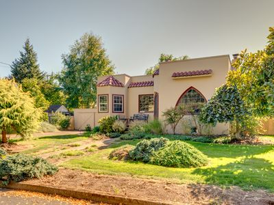 Photo for Charming bungalow in heart of town