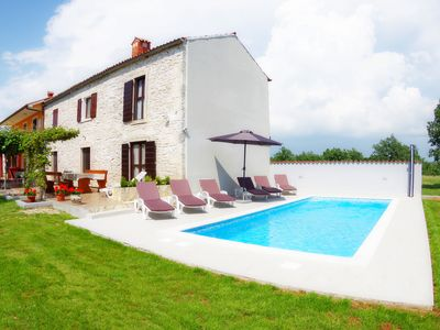 Photo for Holiday house with private pool in village Bulići