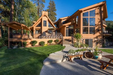 Vacation Home Rentals >> Riverside Vacation Home Waterfront Stately Rooms Vast Grounds Entrancing View Leavenworth
