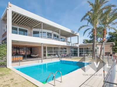 Photo for TH63 Luxury villa in Tarragona in front of the sea 20m to beach