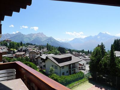 Photo for Apartment in Villars-sur-Ollon with Internet, Pool, Lift, Parking (36951)