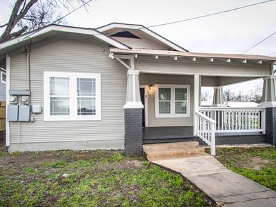 Photo for Hackberry St #A Renovated 2BR/2BA Near Downtown