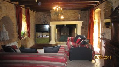 Photo for Famielienfreundliches Country House 220m², pool, 4 ha park, pets, Dordogne / Sarlat