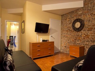 Exposed Brick , 2 Bathrooms, Gorgeous Furniture, Wall Clock, TV, DVD, 2 Sofa Bed