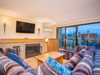 Photo for Beautiful Open-Concept 2 Bedroom Suite in Amazing Location!