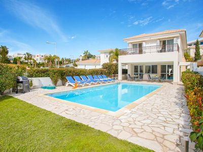 Photo for Villa Daria - Close to the local amenities, the beach has a private pool & WI-FI