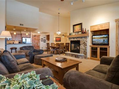 AL4304  Perfect spot for Skiing!Top floor residence - beautiful views! 4 POOLS!