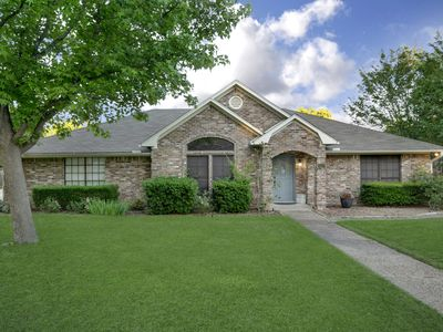 Photo for Relaxing 3-Bdrm, 3-Bath home near Waco, Texas with Quick Access to Interstate 35