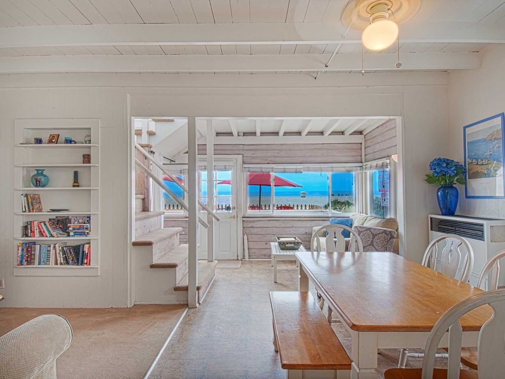 Charming traditional Newport Beach cottage!