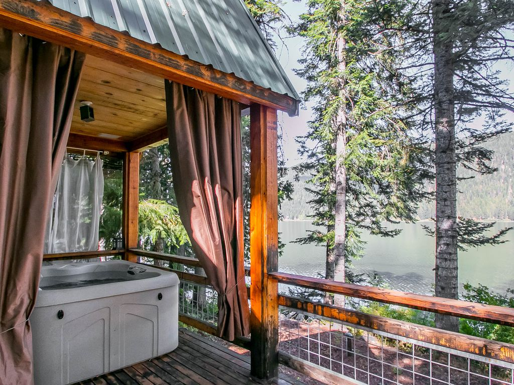 On fish lake wi fi private dock hot tub a vrbo for Fish lake cabin