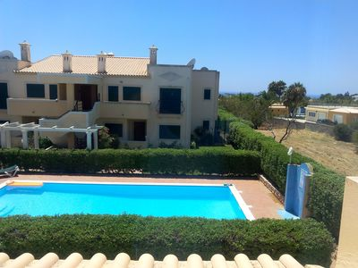 Photo for 3 bedroom villa, pool, A / C, BBQ, parking, close to all comudidades.