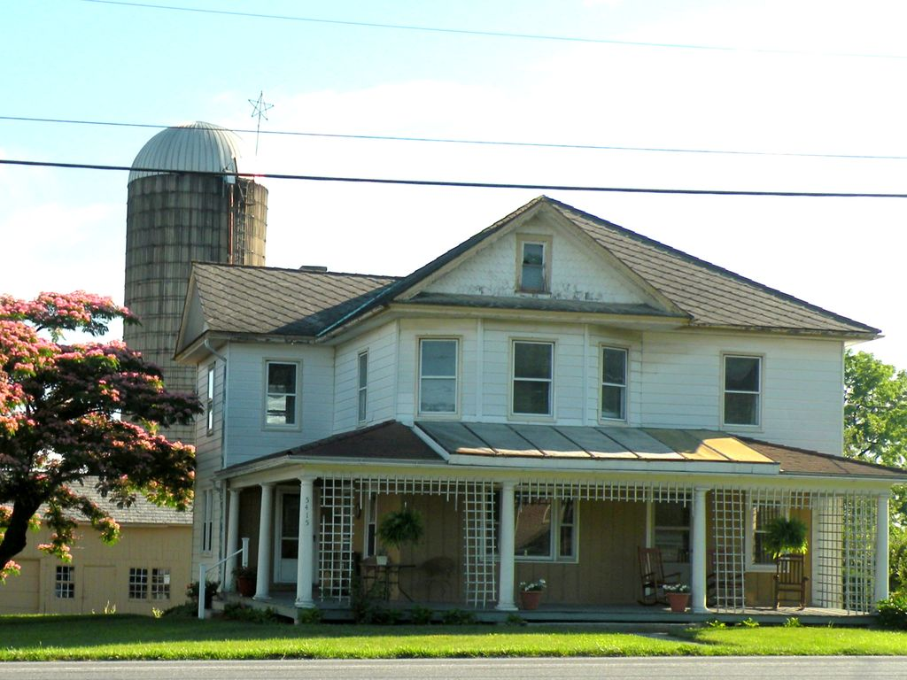 5 Bedroom Farmhouse Located In The Heart Of Pa Dutch