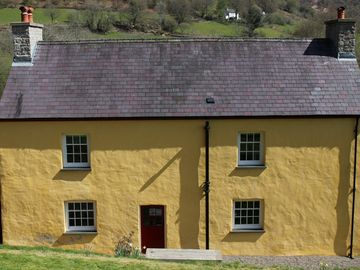 Luxury Farmhouse In Wild And Untamed Cambrian Mountains Nr Brecon Beacons