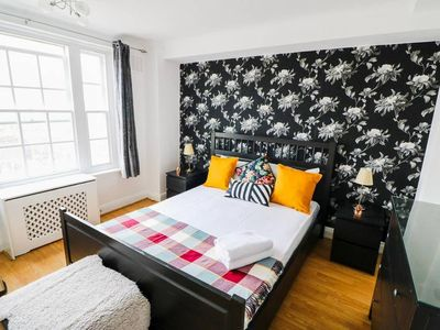Photo for ★ Chique & Spacious top floor 1Bed Near Oxford Street ★