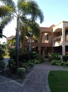 New 3 Bdrm - 3 1/2 Bath Apt. - Beach Pass/Pool/Gym/Wifi/Cable/Security/Gated