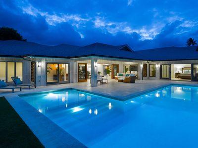 Photo for Luxurious Island Contemporary Home in Kailua