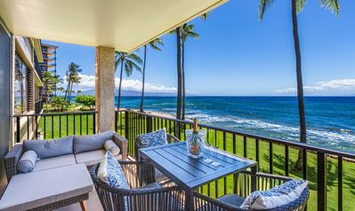 Ocean Front - Luxury - L building - table - 4 chairs - 1 lounger